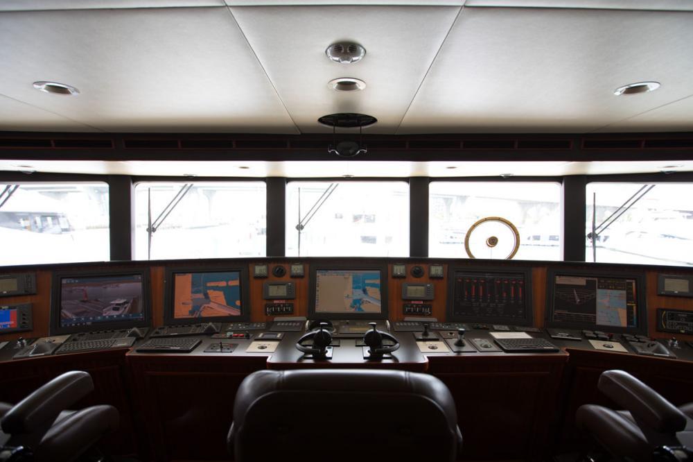 SAFIRA - Luxury Motor Yacht For Sale - BRIDGE - Img 2 | C&N
