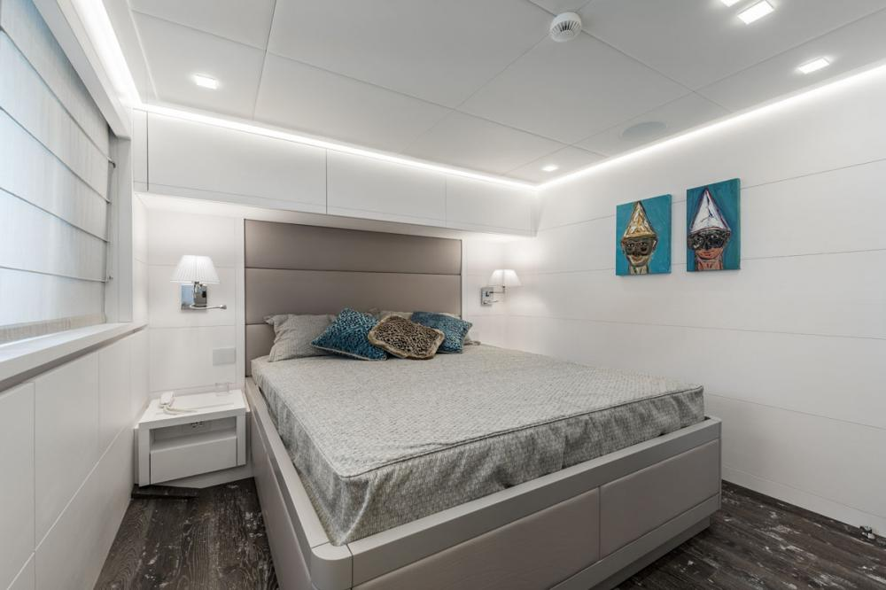 SANDS - Luxury Motor Yacht For Charter - 2 DOUBLE CABINS - Img 2 | C&N