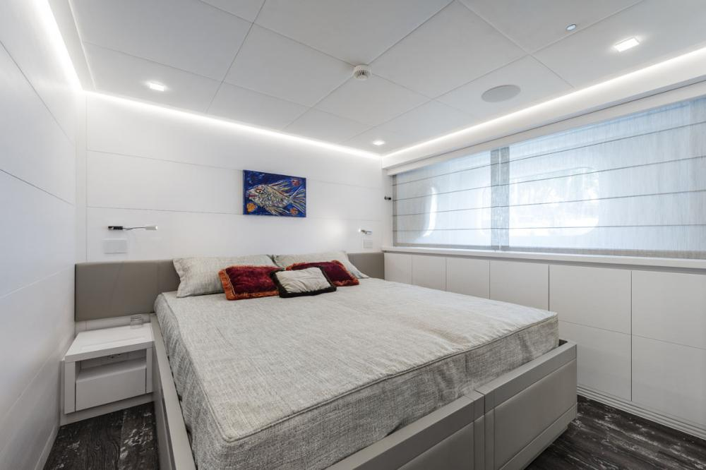 SANDS - Luxury Motor Yacht For Charter - 2 CONVERTIBLE TWIN CABINS - Img 2 | C&N