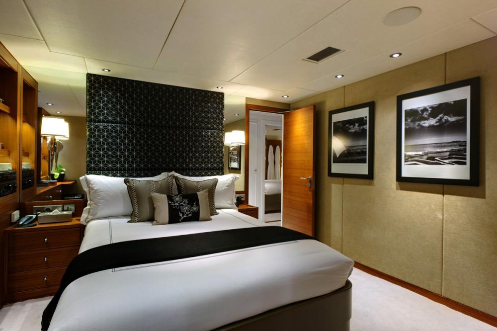 SHAKE N' BAKE TBD - Luxury Motor Yacht For Charter - 5 DOUBLE CABINS  | 1 TWIN CABIN - Img 3 | C&N