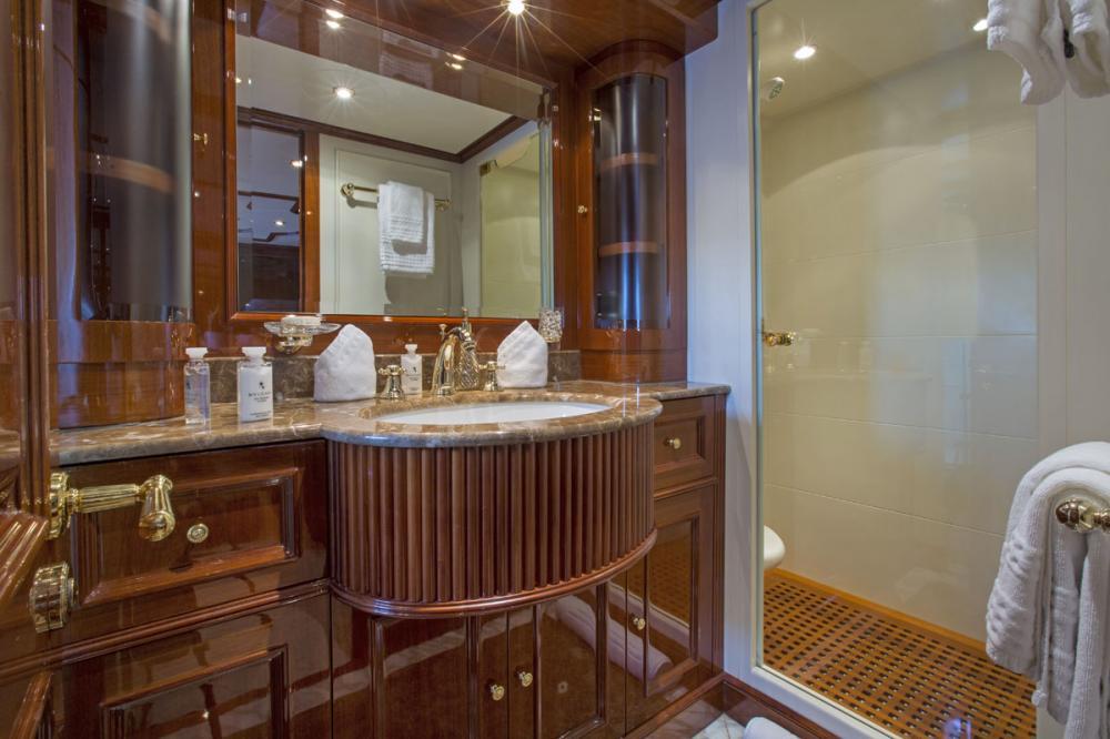 SIETE - Luxury Motor Yacht For Charter - 1 DOUBLE CABIN - Img 2 | C&N