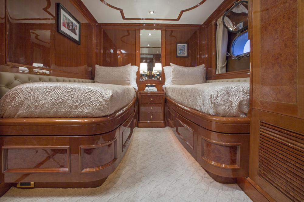SIETE - Luxury Motor Yacht For Charter - 2 TWIN CABINS - Img 2 | C&N
