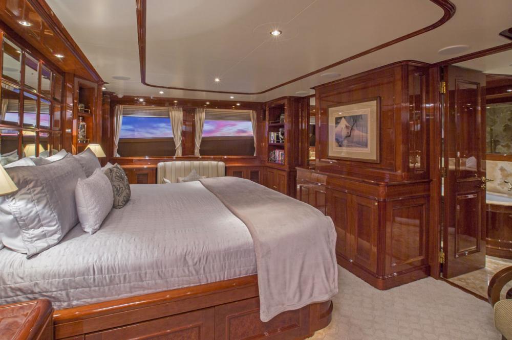 SIETE - Luxury Motor Yacht For Charter - 1 MASTER CABIN - Img 2 | C&N