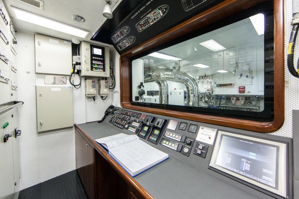 PANAKEIA - Luxury Motor Yacht For Charter - ENGINE ROOM - Img 1   C&N