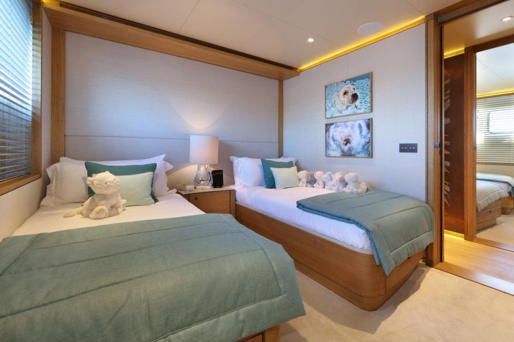 SOLIS - Luxury Motor Yacht For Charter - 2 TWIN CABINS - Img 2 | C&N