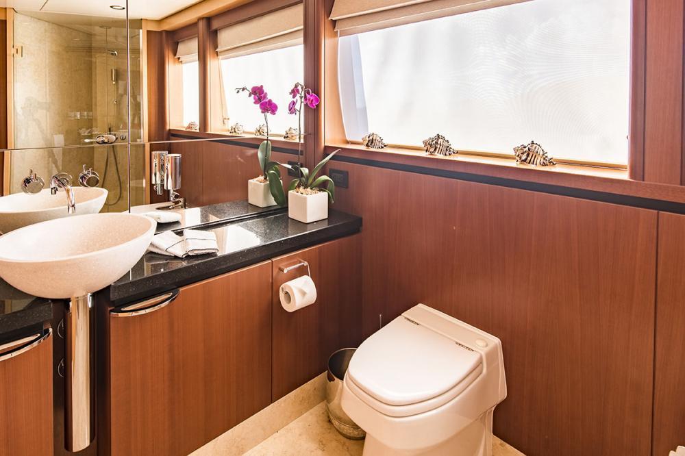 SPIRIT - Luxury Motor Yacht For Charter - 1 MASTER CABIN - Img 3   C&N