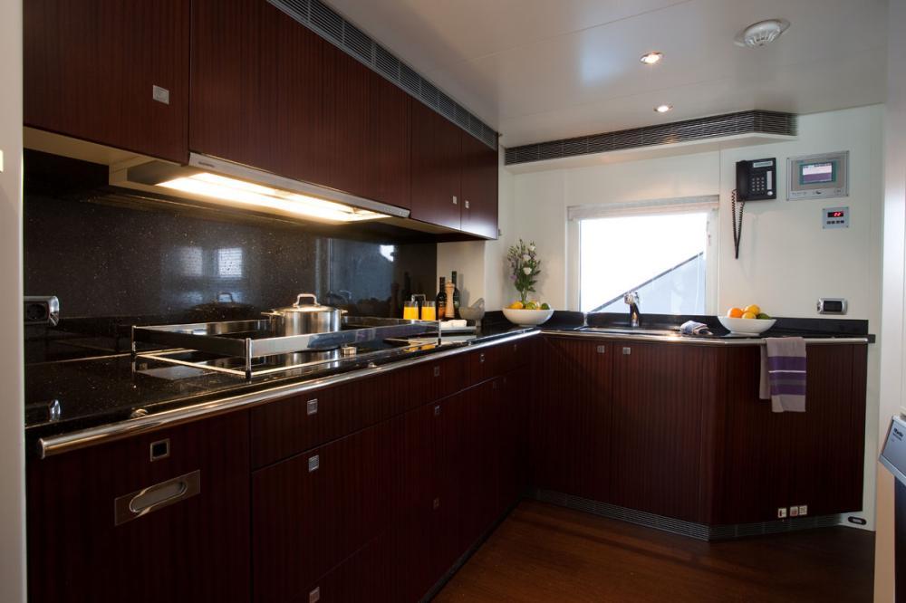 PERLE NOIRE - Luxury Motor Yacht For Sale - GALLEY - Img 1   C&N