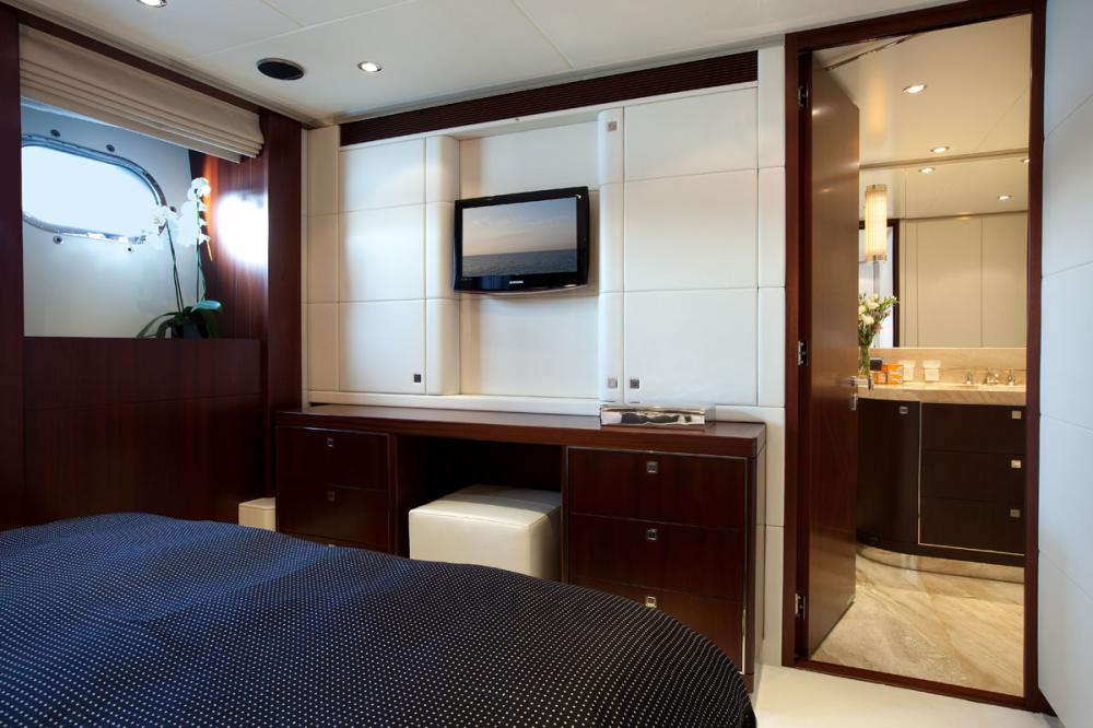 PERLE NOIRE - Luxury Motor Yacht For Sale - 3 DOUBLE CABINS   1 TWIN CABIN - Img 2   C&N