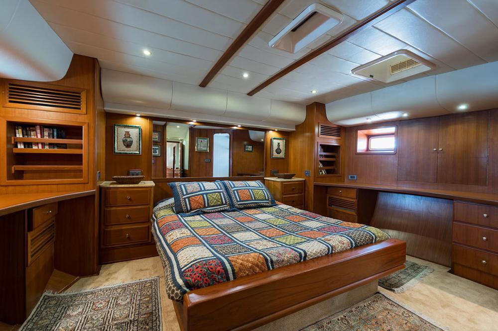TARONGA - Luxury Sailing Yacht For Sale - 1 MASTER CABIN - Img 1   C&N
