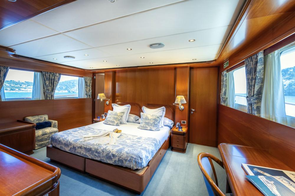 ALCOR - Luxury Motor Yacht For Charter - 3 DOUBLE CABINS - Img 1 | C&N