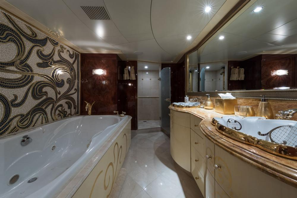 TOUCH - Luxury Motor Yacht For Charter - 1 MASTER CABIN - Img 3 | C&N