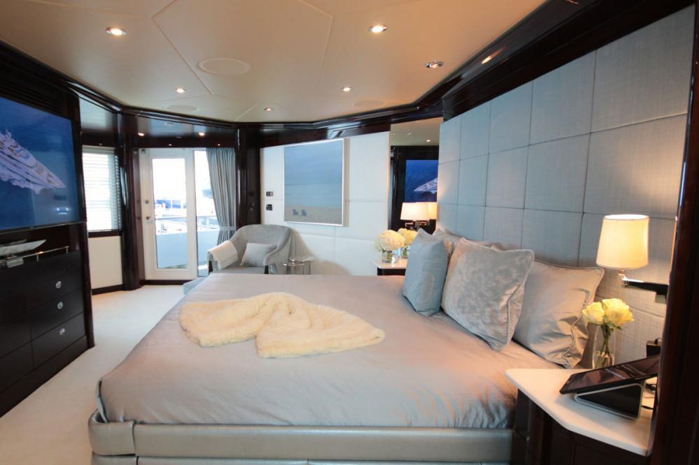 TRENDING - Luxury Motor Yacht For Charter - 1 VIP CABIN - Img 1 | C&N