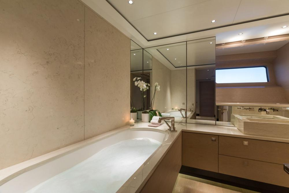 TWIZZLE - Luxury Sailing Yacht For Charter - 1 MASTER CABIN - Img 3   C&N
