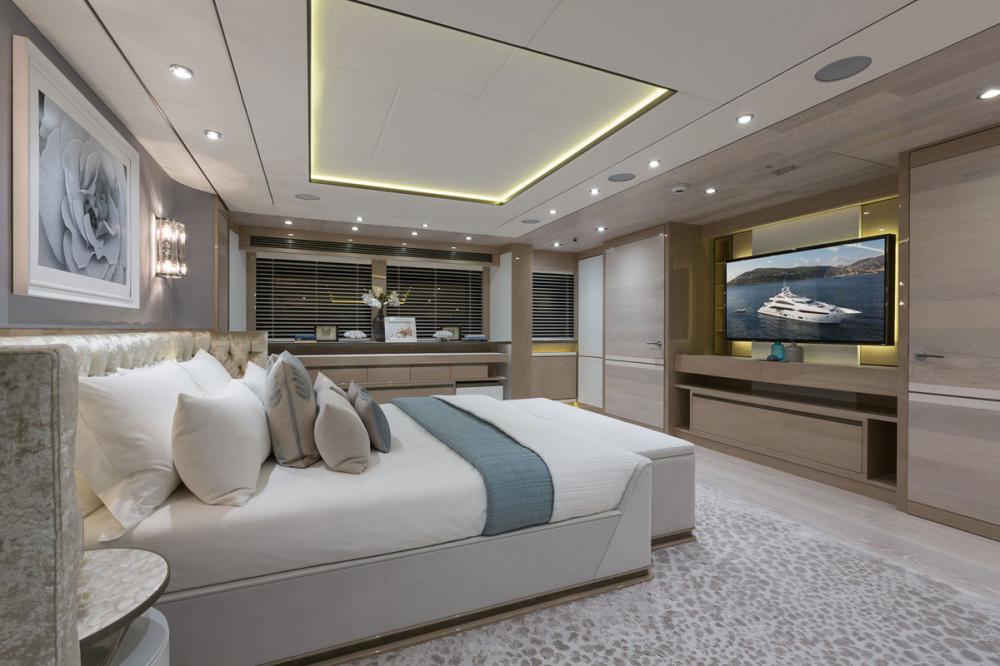 THUMPER - Luxury Motor Yacht For Charter - 1 MASTER CABIN - Img 2 | C&N