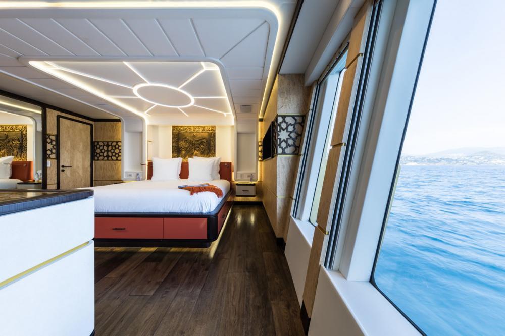 KHALILAH - Luxury Motor Yacht For Charter - 1 MASTER CABIN - Img 3 | C&N