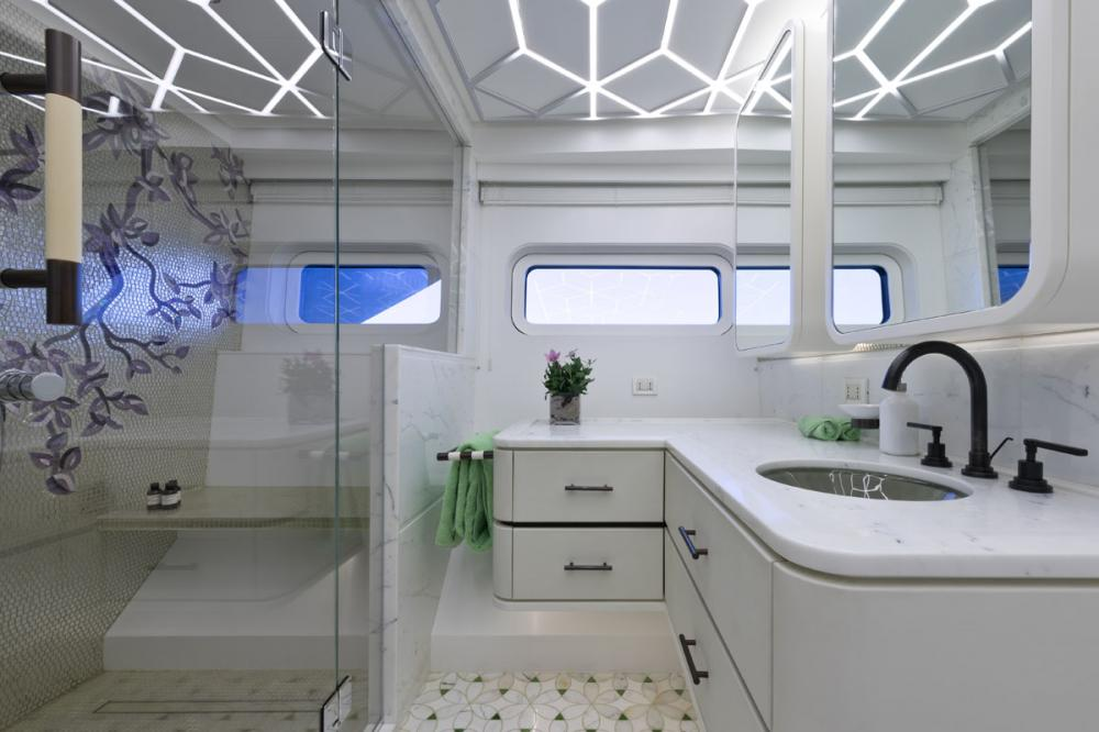 KHALILAH - Luxury Motor Yacht For Charter - 2 DOUBLE CABINS - Img 7 | C&N