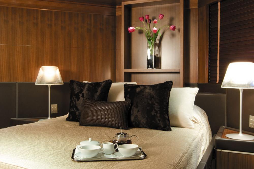 MARAYA - Luxury Motor Yacht For Charter - 3 DOUBLE CABINS - Img 4 | C&N