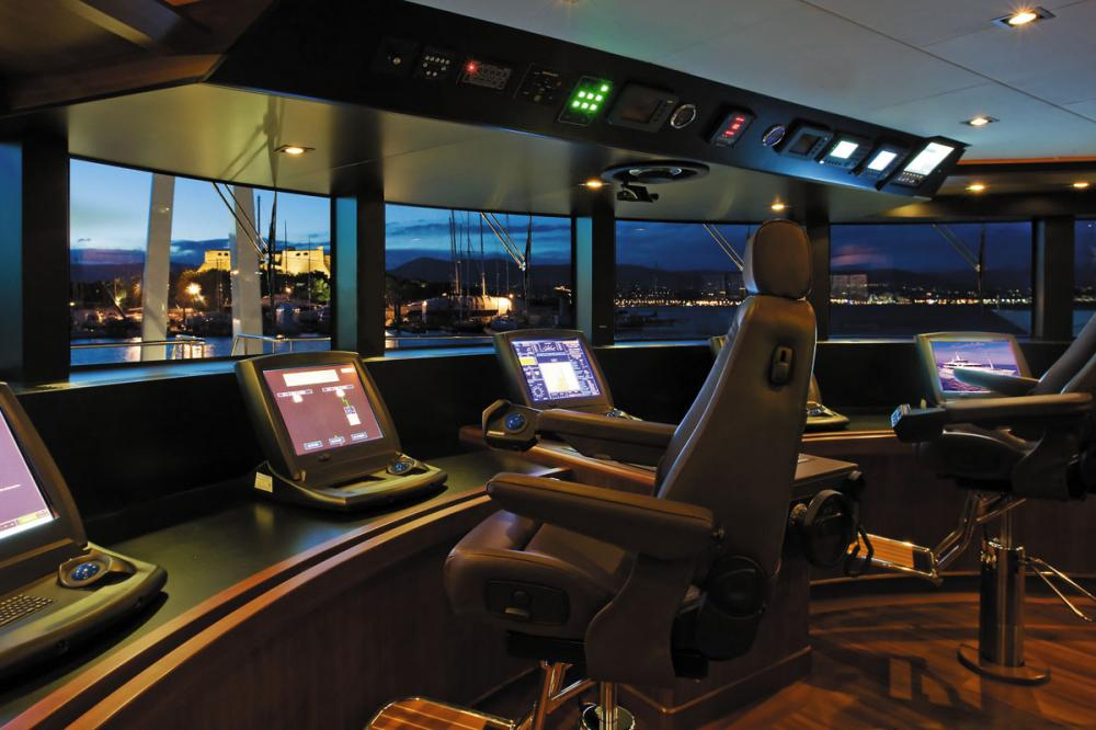 MARAYA - Luxury Motor Yacht For Charter - BRIDGE - Img 1 | C&N