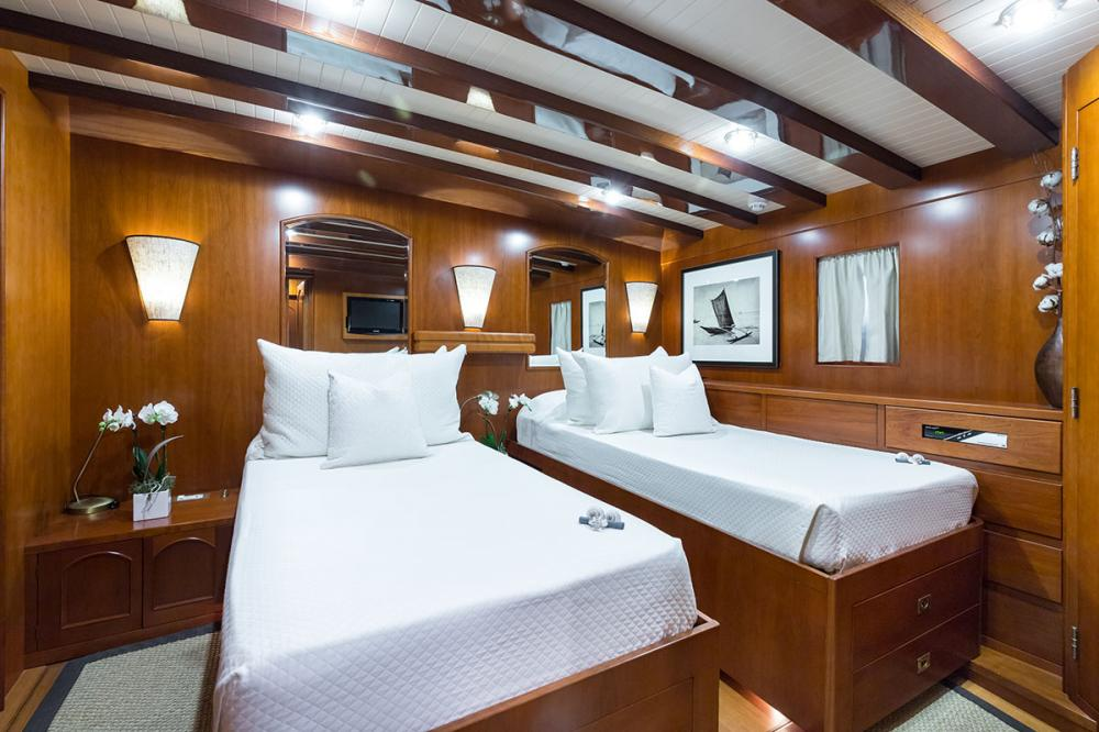 OVER THE RAINBOW - Luxury Motor Yacht For Charter - 2 DOUBLE CABINS - Img 3   C&N