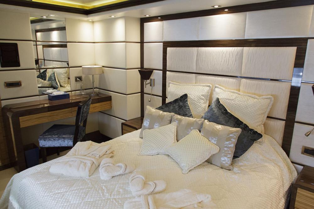 I SEA - Luxury Motor Yacht For Charter - 2 DOUBLE CABINS - Img 1 | C&N