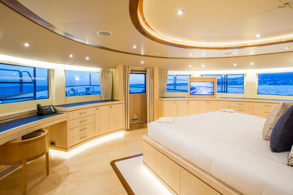 BLUE VISION - Luxury Motor Yacht For Charter - 1 MASTER CABIN - Img 1 | C&N