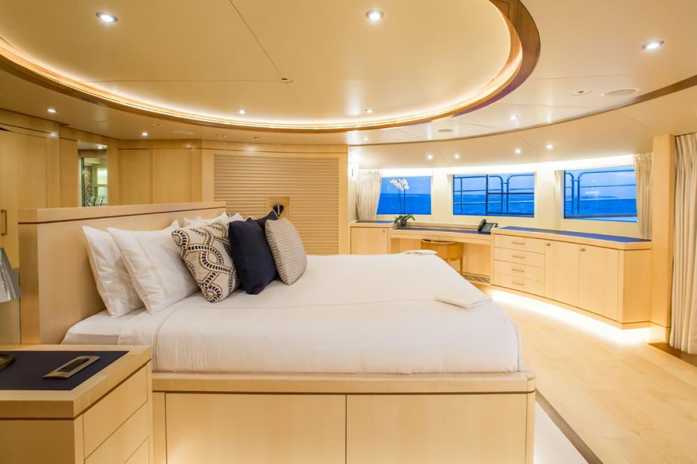 BLUE VISION - Luxury Motor Yacht For Charter - 1 MASTER CABIN - Img 2 | C&N