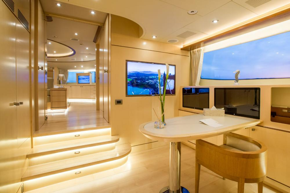 BLUE VISION - Luxury Motor Yacht For Charter - 1 MASTER CABIN - Img 3 | C&N