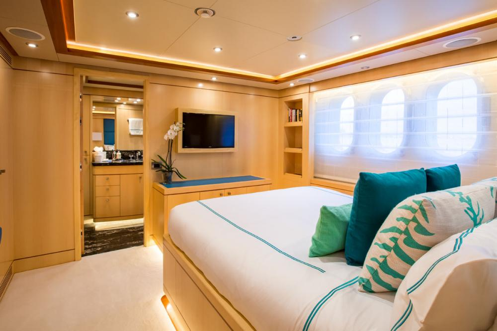 BLUE VISION - Luxury Motor Yacht For Charter - 2 DOUBLE CABINS - Img 4 | C&N