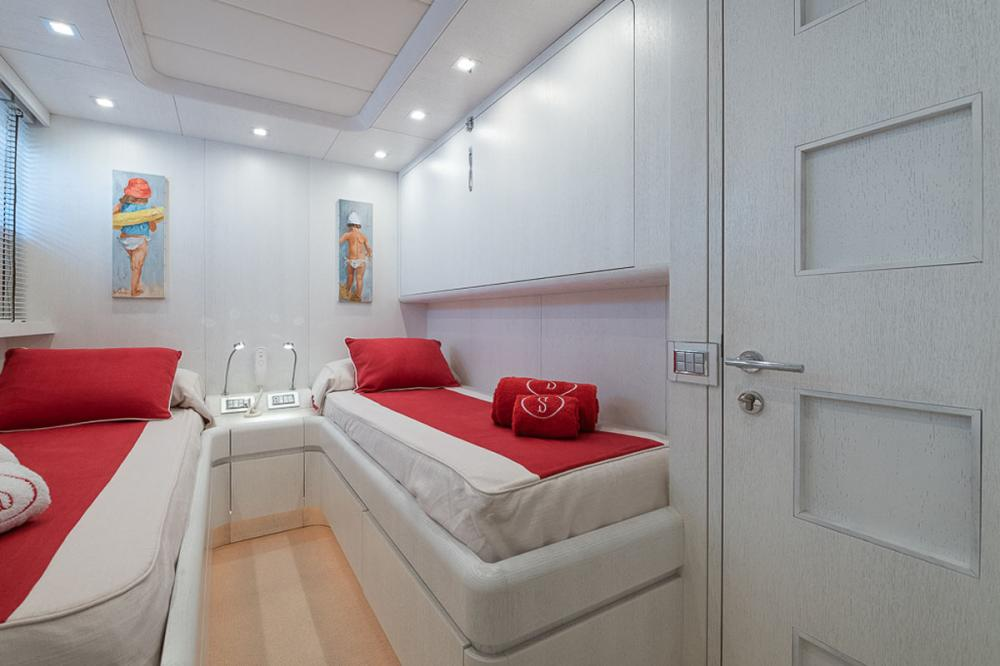 STRAVAGANZA - Luxury Motor Yacht For Sale - 2 TWIN CABINS - Img 1   C&N