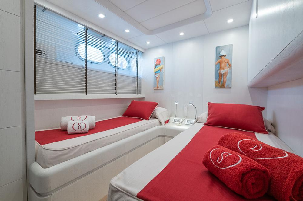 STRAVAGANZA - Luxury Motor Yacht For Sale - 2 TWIN CABINS - Img 2   C&N