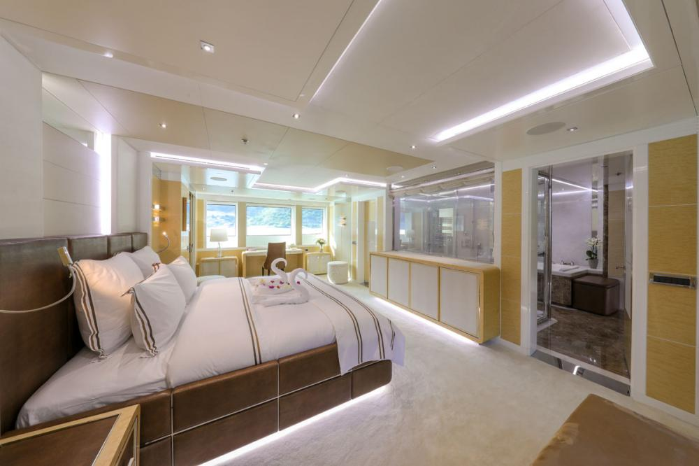 JADE 959 - Luxury Motor Yacht For Charter - 2 MASTER CABINS - Img 4 | C&N
