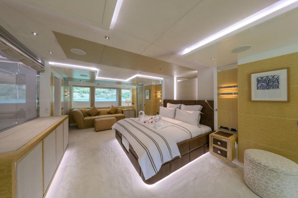 JADE 959 - Luxury Motor Yacht For Charter - 2 MASTER CABINS - Img 1 | C&N
