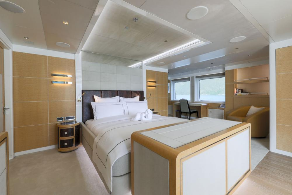 JADE 959 - Luxury Motor Yacht For Charter - 2 DOUBLE CABINS | 2 TWIN CABINS - Img 3 | C&N