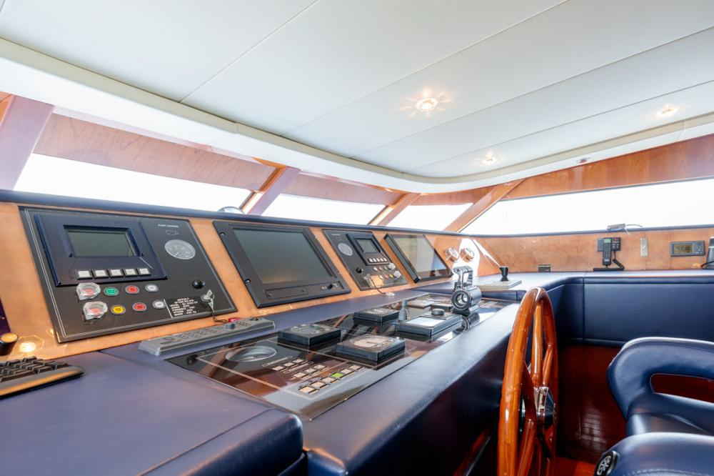 OVAL - Luxury Motor Yacht For Sale - BRIDGE - Img 1   C&N