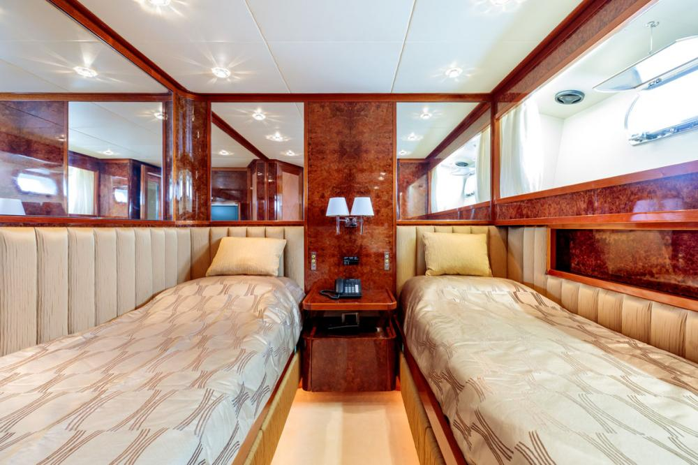 OVAL - Luxury Motor Yacht For Sale - 2 TWIN CABINS - Img 1   C&N