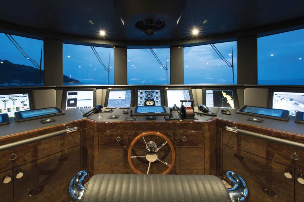 11.11 - Luxury Motor Yacht For Charter - BRIDGE - Img 1   C&N