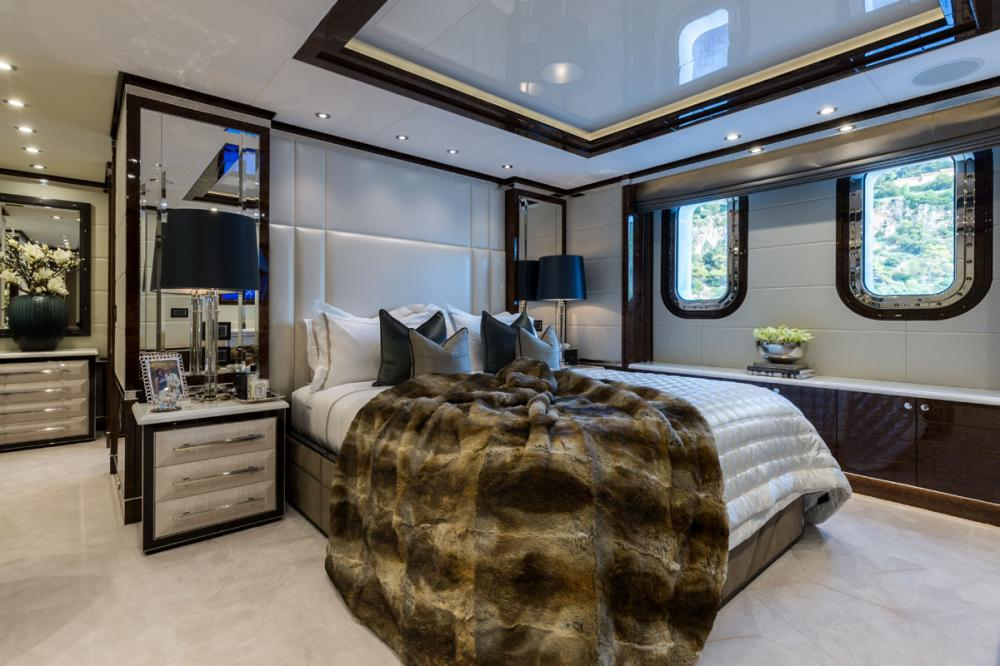 11.11 - Luxury Motor Yacht For Charter - 3 DOUBLE CABINS - Img 1   C&N