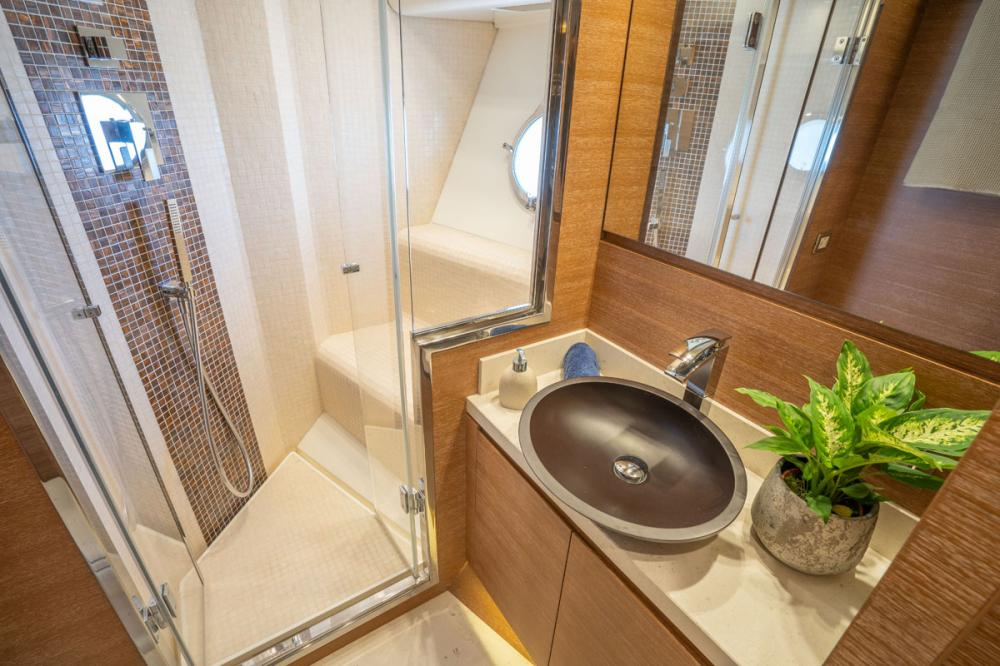 Beethoven - Luxury Motor Yacht For Sale - 1 DOUBLE CABIN/ 1 TWIN CABIN - Img 5 | C&N