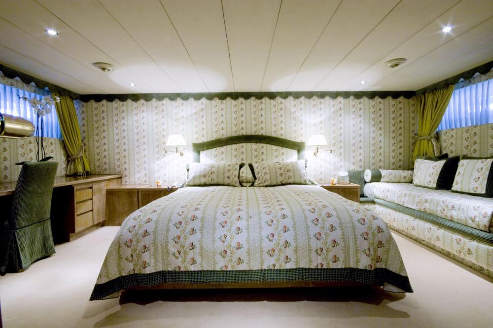 Whispers - Luxury Motor Yacht For Sale - 1 DOUBLE CABIN - Img 1 | C&N
