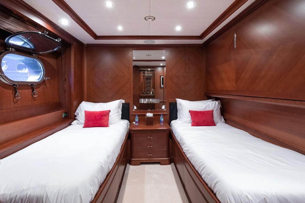 SEABLUE'Z - Luxury Motor Yacht For Charter - 2 TWIN CABINS - Img 1 | C&N