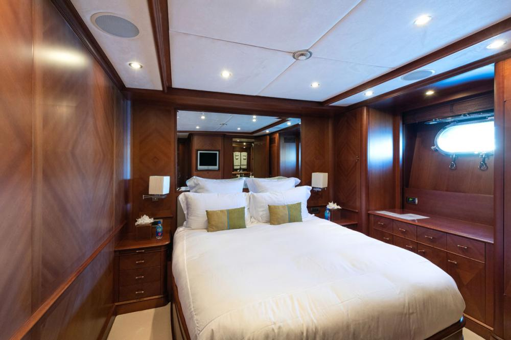 SEABLUE'Z - Luxury Motor Yacht For Charter - 2 DOUBLE CABINS - Img 2 | C&N