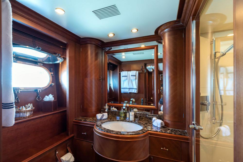 SEABLUE'Z - Luxury Motor Yacht For Charter - 2 DOUBLE CABINS - Img 3 | C&N