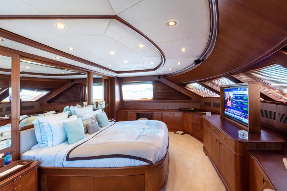 SEABLUE'Z - Luxury Motor Yacht For Charter - 1 MASTER CABIN - Img 2 | C&N