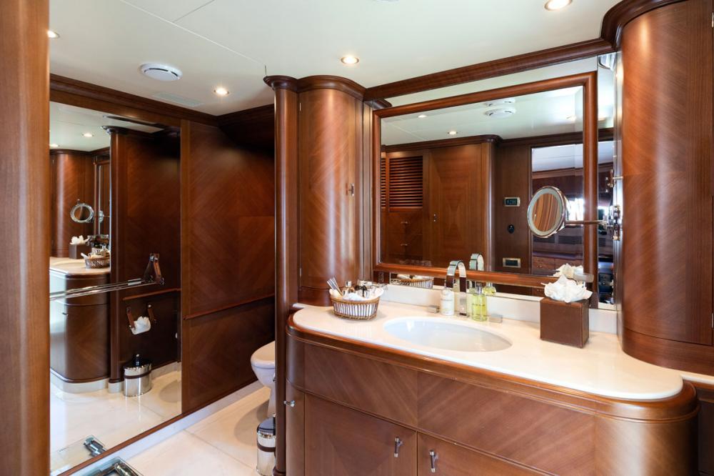 SEABLUE'Z - Luxury Motor Yacht For Charter - 1 MASTER CABIN - Img 3 | C&N