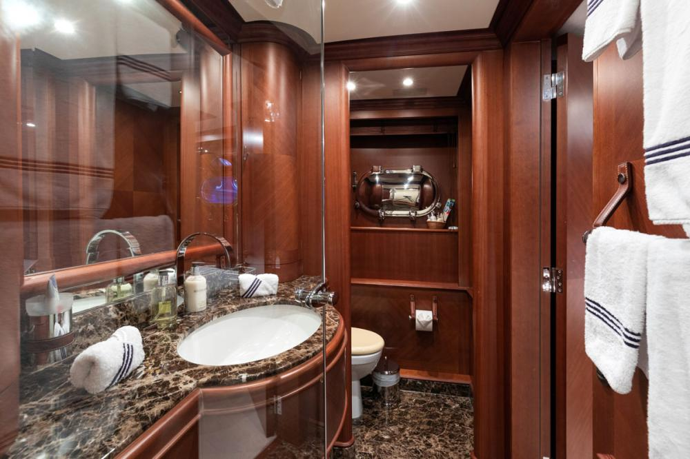 SEABLUE'Z - Luxury Motor Yacht For Charter - 2 TWIN CABINS - Img 3 | C&N