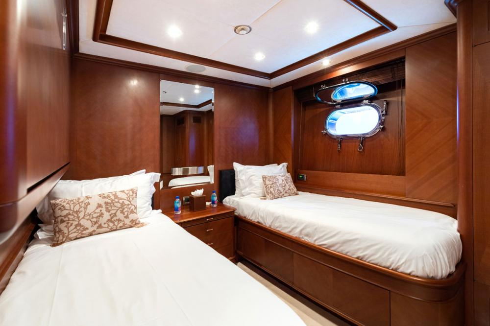 SEABLUE'Z - Luxury Motor Yacht For Charter - 2 TWIN CABINS - Img 2 | C&N