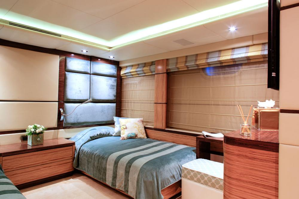 I SEA - Luxury Motor Yacht For Charter - 2 TWIN CABINS - Img 2 | C&N