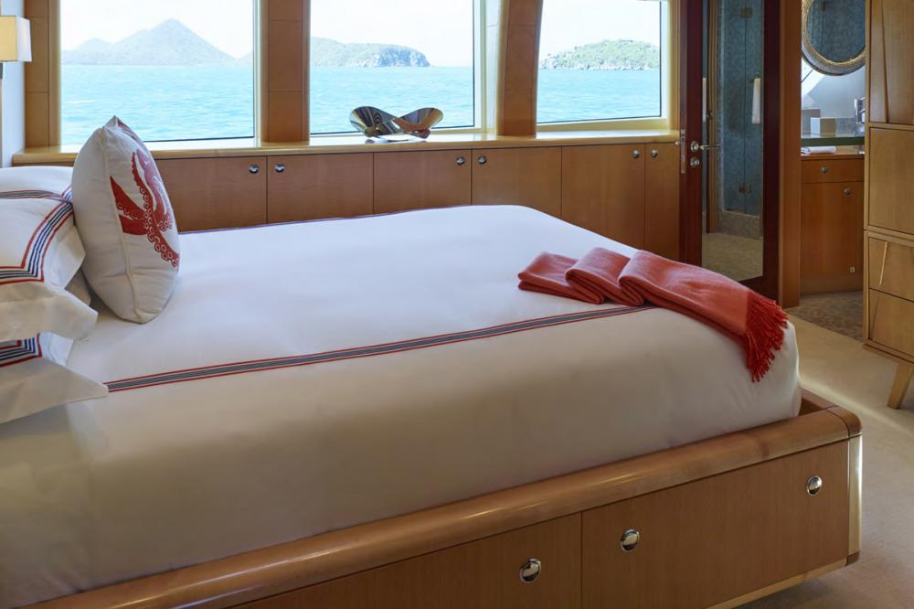 VICTORIA DEL MAR - Luxury Motor Yacht For Charter - 4 DOUBLE CABINS - Img 2   C&N