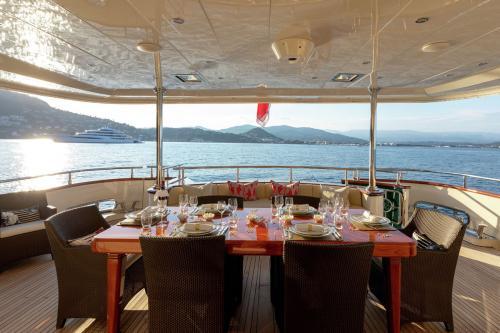 W EXPLORER - Luxury Motor Yacht For Charter - Exterior Design - Img 1   C&N