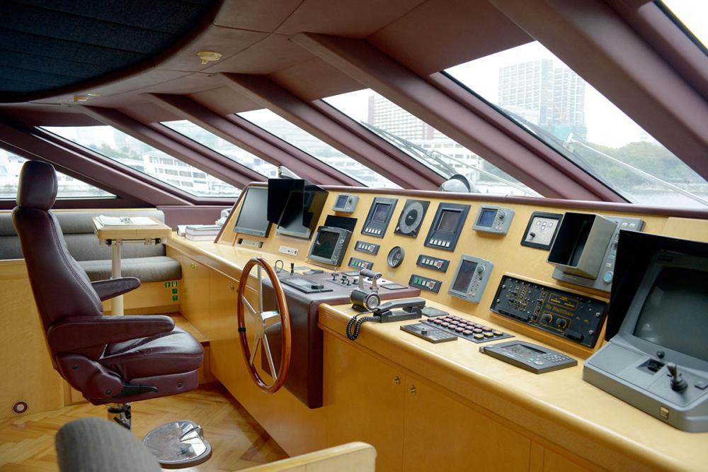 HAPPY LIFE - Luxury Motor Yacht For Sale - BRIDGE - Img 1 | C&N